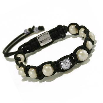AMANI by Kapuka Copenhagen bracelet with pearls and silver balls.