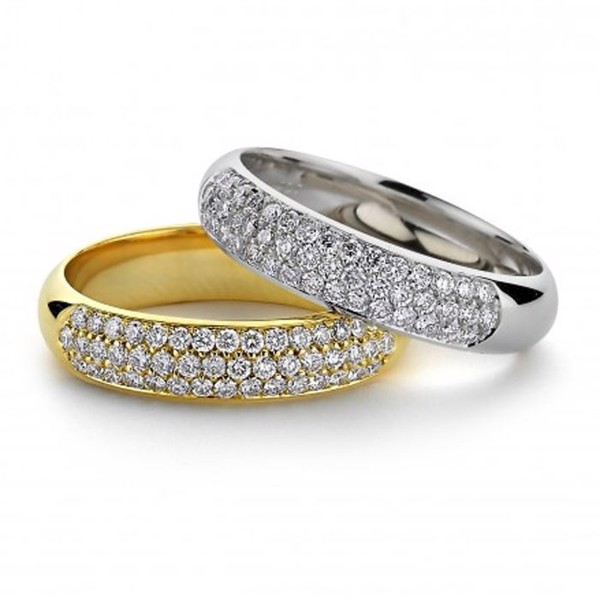 14 carat red or white gold 5 mm ring with 3 sizes of pavéset brilliant-cut diamonds