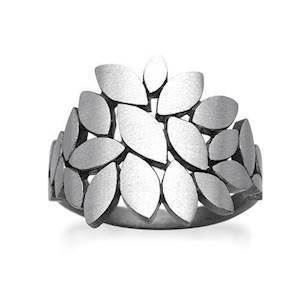 Rabinivich 50416300, Silver ring of small leaves
