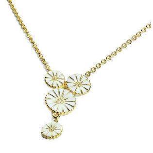 Fine Lund Copenhagen necklace in gold-plated sterling silver with 4 daisies, model 902007-M
