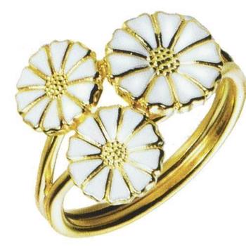 Lund Copenhagen ring in gold-plated silver with 3 daisies with white enamel, model 907007-M